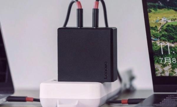 联想拯救者电竞手机配备90W超级闪充 双Type-C充电接口30分钟充满