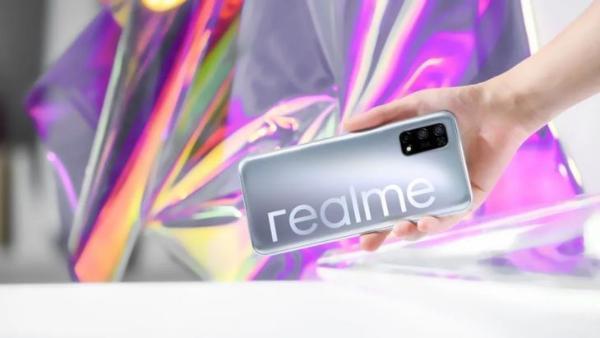 realme真我V5手机官宣将于8月3日现身