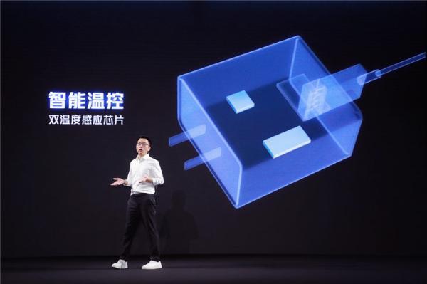 iQOO推出120W超快闪充技术:行业首发6C电芯