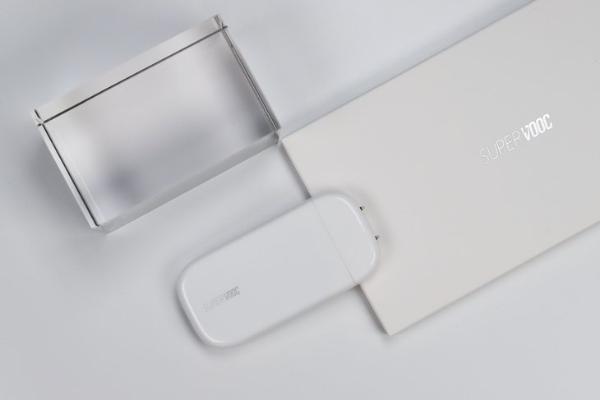 小身材大能量 OPPO 50W超闪饼干充电器首创脉冲充电