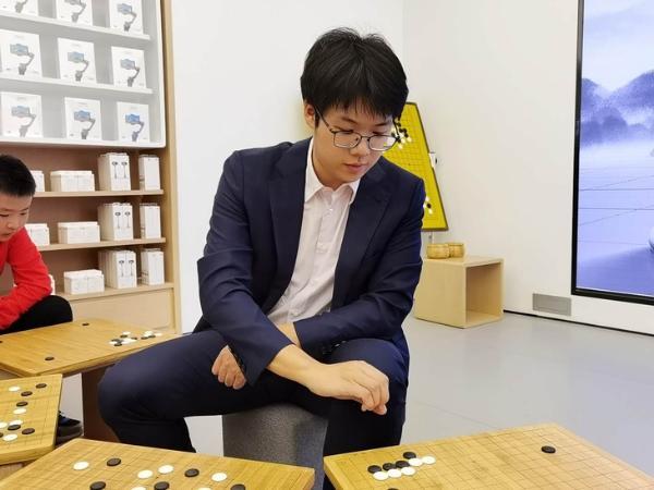 华为手机围棋趣味挑战赛西宁圆满举行 棋手檀啸现身对弈