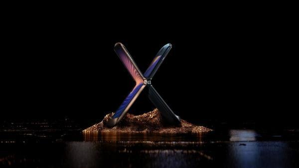 摩托罗拉razr 刀锋5G折叠手机发布:无缝无折痕,用经典碰撞未来