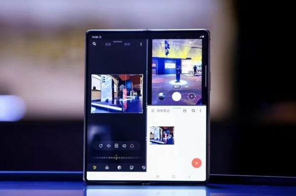 售价19999元 心系天下 三星W21 5G手机发布