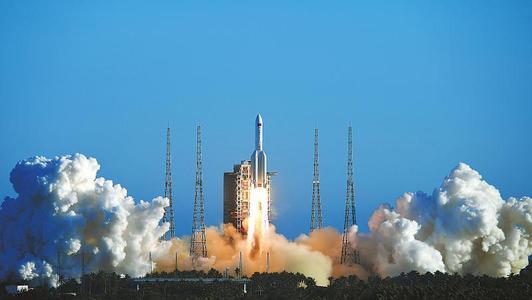 十一月择机发射,长征五号火箭和嫦娥五号探测器已垂直转运至发射区