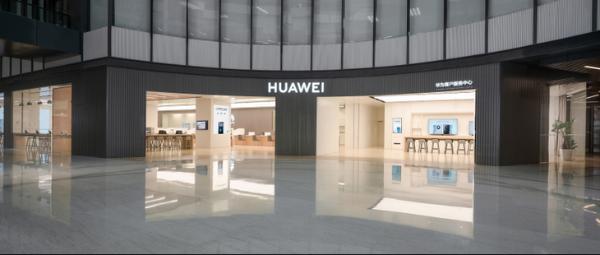 路透,即将开业的华为客户服务中心(北京盈科中心)特聘了智能机器人