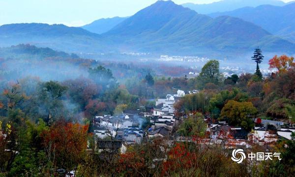 安徽塔川层林尽染秋色浓