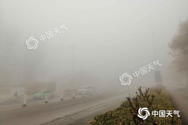 安徽今晨遭特强浓雾多条高速封站 未来一周雾和霾持续