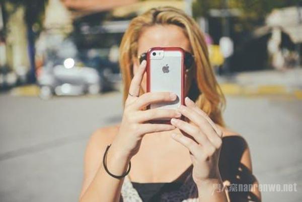 如何拍出一张好看且不露脸的照片 再也不怕拍照不自然