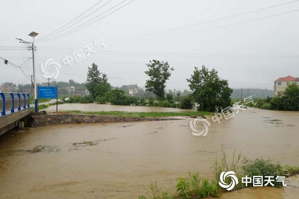 """今明天强降雨仍""""盘踞""""湖南 怀化邵阳等局地有暴雨或大暴雨"""
