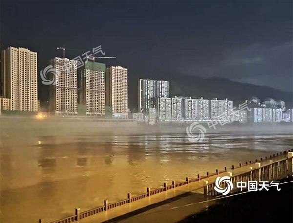 今明两天重庆大部放晴局地将冲38℃ 后天部分地区再迎暴雨