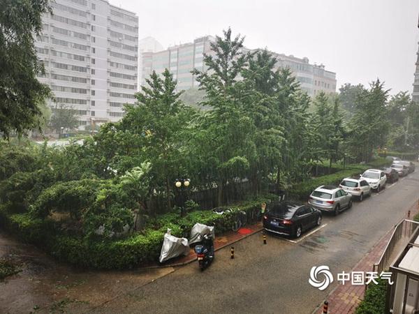 """北京暴雨刷屏局地却滴雨未下 为什么你那的雨没有很""""暴""""?"""