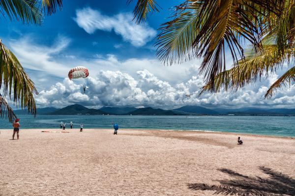 海南2019年接待游客8314万人次 实现旅游收入1050亿元