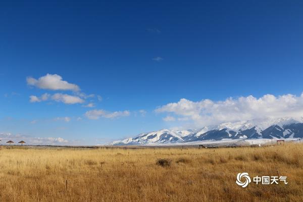新疆天山脚下美景如画