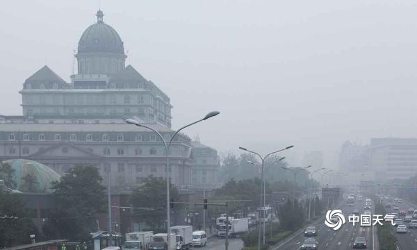 北京今天扩散条件较差 早晨能见度仍较低建筑物若隐若现