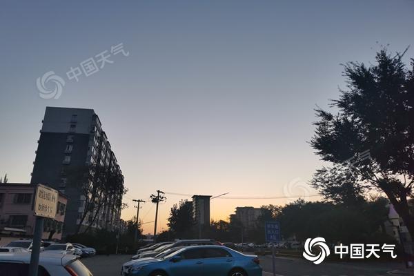今天北京秋高气爽最高气温19℃ 明天将现明显降温秋意寒