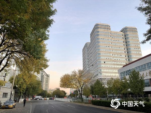 今日北京最高气温降至17℃ 未来三天仍以晴到多云为主
