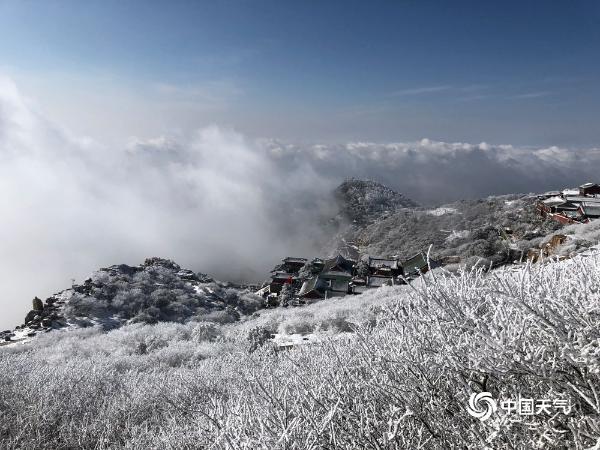 雪后泰山雾凇与云海交相辉映 宛如仙境