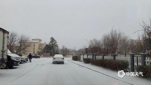 内蒙古多地出现降雪 航拍视角看雪中现场
