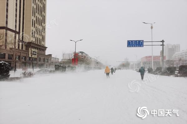 风雪齐袭!内蒙古通辽赤峰等地现特大暴雪 今日或遭遇风吹雪现象