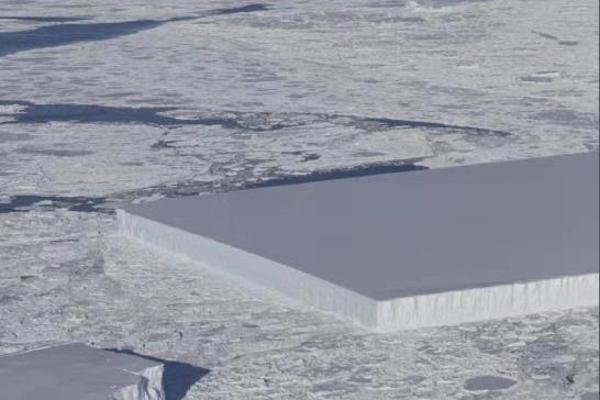 南极惊现奇怪的长方形冰山 NASA:从冰架自然脱落...