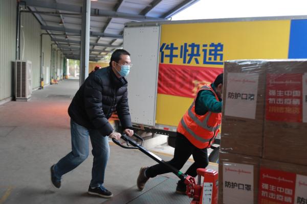 强生再次捐赠超2000万元急需医疗防护物资驰援抗疫 首批物资运往湖北省18家医疗定点医院