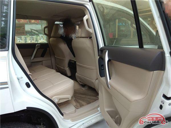 内部:丰田霸道2700在前排座椅正面,侧面,驾驶席膝部,先后一体式窗帘式