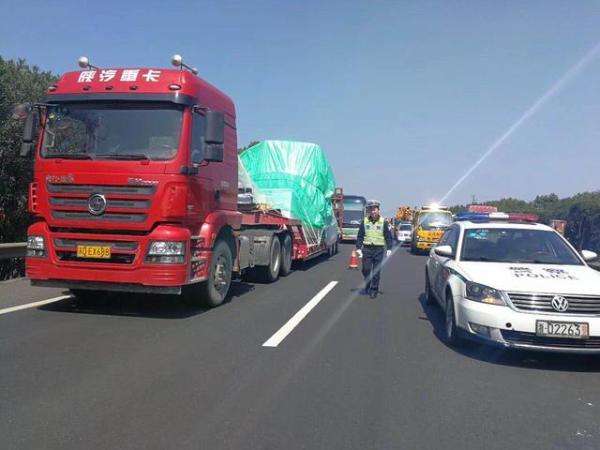 台州i沈海高速发生交通事故,火速出动直升机 伤者化险
