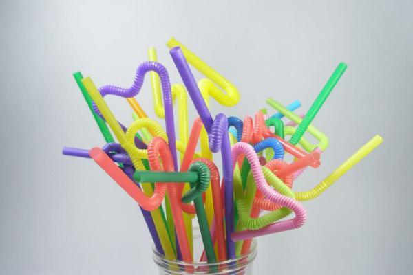 加州餐厅禁止主动供应吸管 塑料究竟有多大危害?