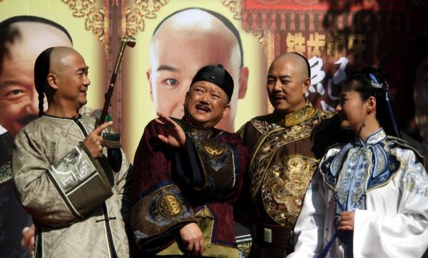 王刚老师竟然70了 有人说这位和珅专业户戏路太窄 真的吗