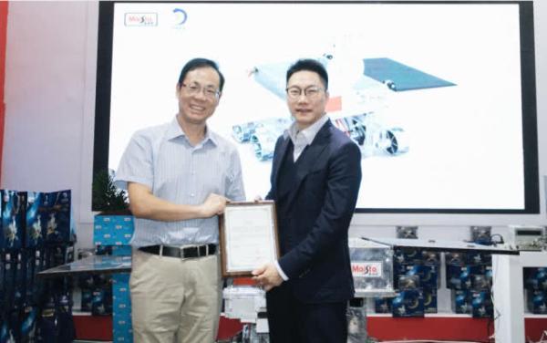 中国探月工程嫦娥四号任务月球车模型授权仪式暨新品发布会