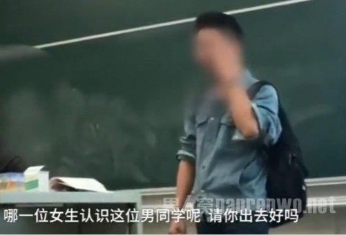 男生闯课堂多国语言告白 这样的表白方式你能接受吗?