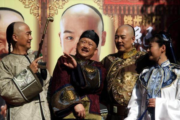 王刚老师竟然70了 有人说这位和珅专业户戏路太窄 ...