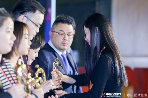 """TOM为第八届中国公益节""""2018年度公益项目奖""""..."""