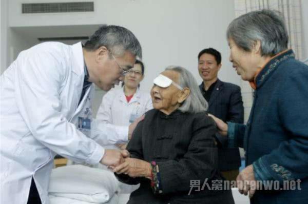 106岁白内障手术怎么回事?百岁老人做全国罕见手术成功