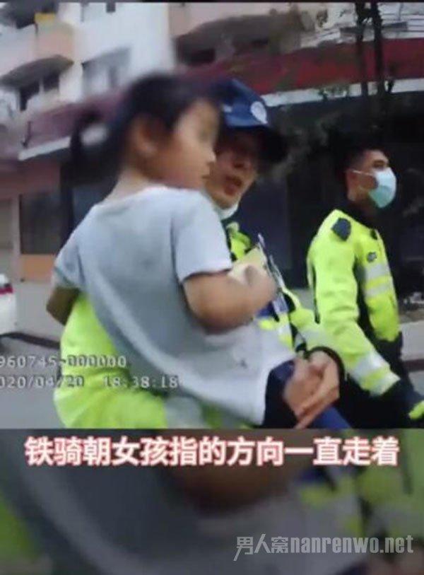 警察送迷路女孩回家被骗去买冰糕 网友:她就想吃雪糕