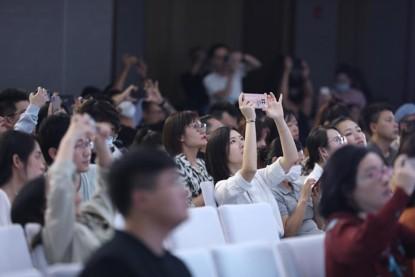 """首届银河众星招商会在杭州""""掀热潮"""",明星主播空降直播引爆各方关注"""