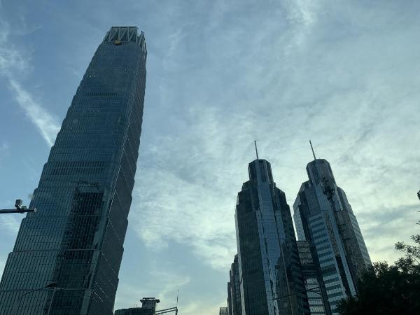 """""""永远跟党走""""主题光影秀点亮上海,回顾建党百年来的风雨历程"""