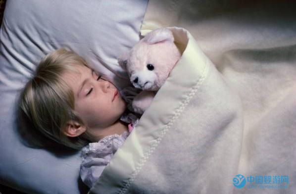 宝宝的这一切,都是睡眠不足导致的,睡眠不足危害这么大,家长要注意了