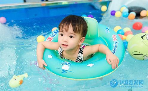 宝宝冬季坚持婴儿游泳的理由,你知道多少
