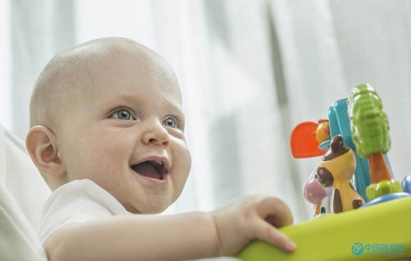 婴儿游泳可以缓解宝宝歪头问题吗?
