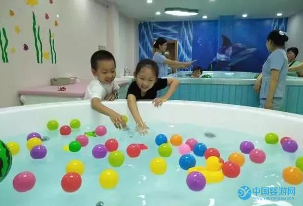 坚持带宝宝去婴儿游泳馆,宝妈放心、更自由