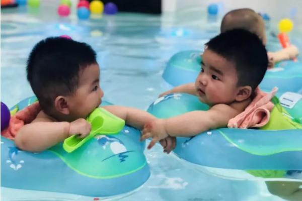 坚持婴儿游泳的宝宝更听话是怎么回事