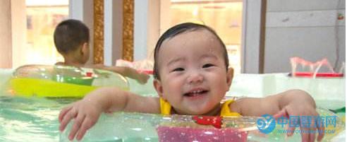 婴儿游泳注意这些,对宝宝更有利