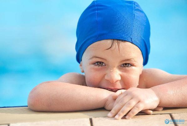 婴儿游泳促进宝宝大脑发育,这些你都知道吗?