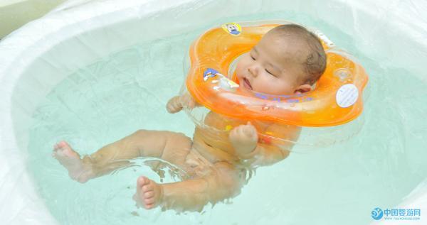 这样做,能让婴儿游泳得到更好的体验 ,快来看看