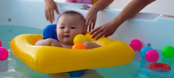 关于婴儿游泳的好处全在这里了