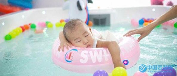 婴儿游泳的这些好处,能让宝宝更加优秀