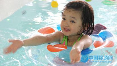 关于婴儿游泳的好处家长最关心的四个问题