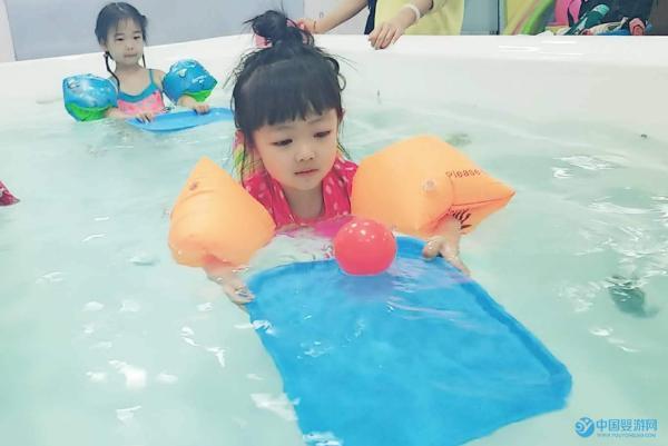 婴儿游泳馆水育师如何推广会员卡