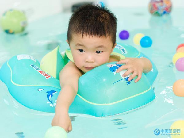 婴儿游泳对于提高宝宝免疫力竟然有这么大的作用